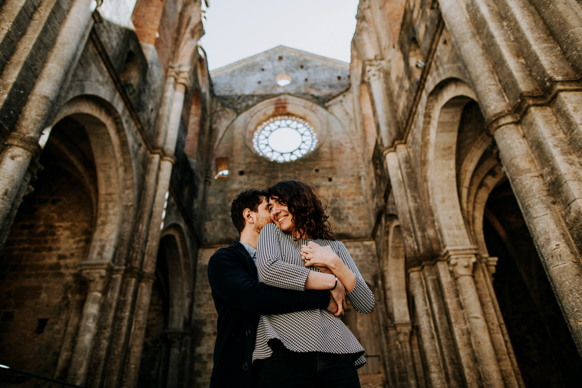 engagement photographer san galgano abbey 15