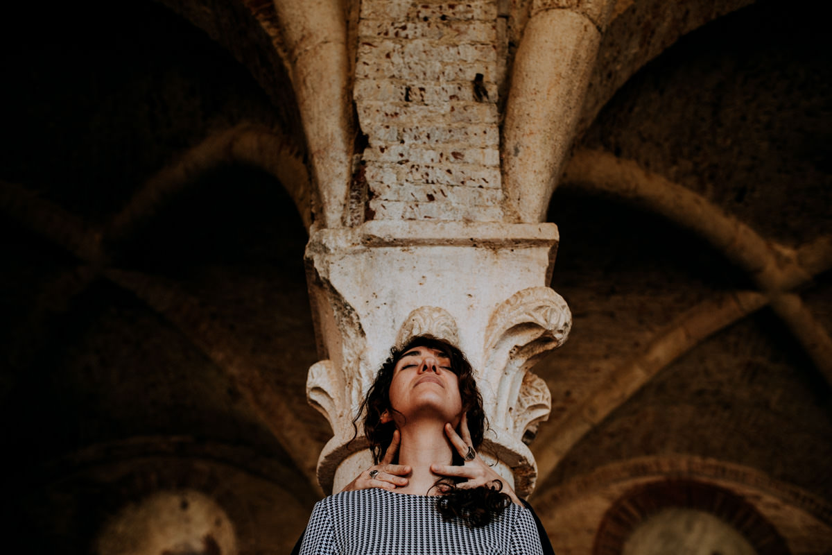 engagement photographer san galgano abbey 17
